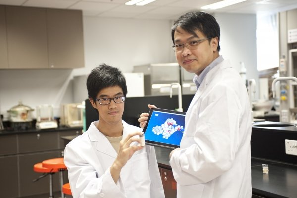 Kwan Chak-shing's (left) research focuses on supramolecular chemistry. Standing next to him is Dr Ken Leung, Assistant Professor of the Department of Chemistry of HKBU.