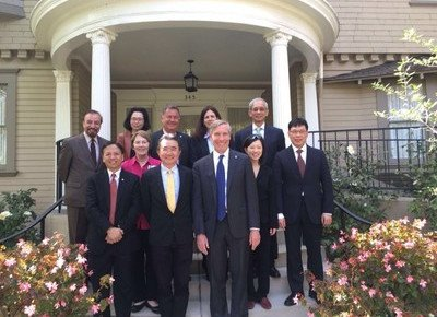 University delegation visits counterparts and alumni in North America
