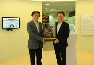 School of Chinese Medicine receives antique collection from Dragon Culture Charity Fund Limited