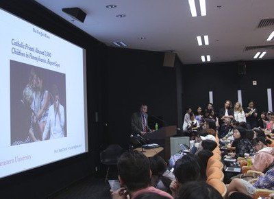 Eight Pulitzer Prize winners share their insights and experiences at HKBU Journalism workshop