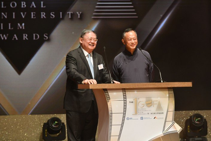 Mr Cheng Yan-kee (left) and Mr Jonnie To present the Best Script award.