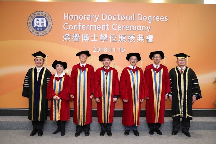 (From left) HKBU President and Vice-Chancellor Professor Roland Chin, Mrs Doreen Chan, Dr Philip Chen, Dr Ko Wing-man, Professor Michael Schudson, Professor Shi Yigong, and HKBU Council Chairman Mr Cheng Yan-kee.