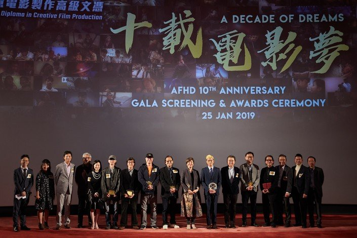 Professor Roland Chin (6th from right), Professor Eva Man (8th from right) and Mr Aaron Kwok (7th from right) officiate at the 10th Anniversary Gala Screening.