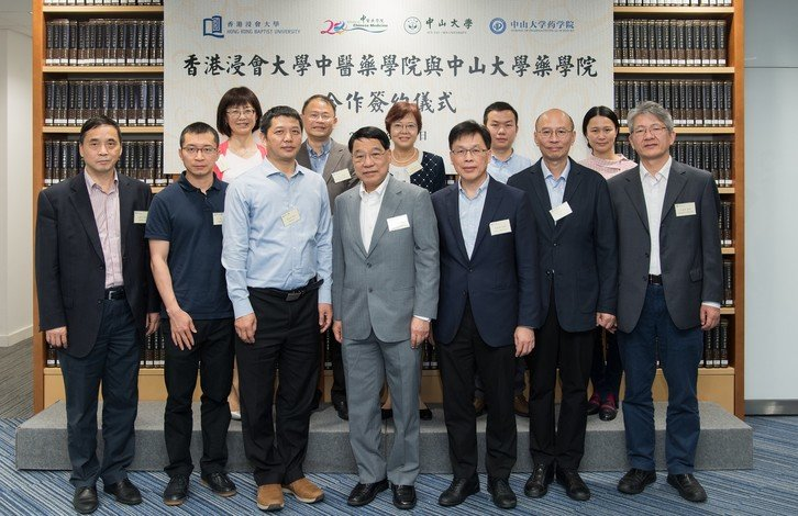 Witnessed by Professor Albert Chan (front row, 4th from left) and Professor Rick Wong (front row, 3rd from right), Professor Hu Wenhao (front row, 3rd from left) and Professor Lyu Aiping (front row, 1st from left) sign a partnership agreement on behalf of the two institutions