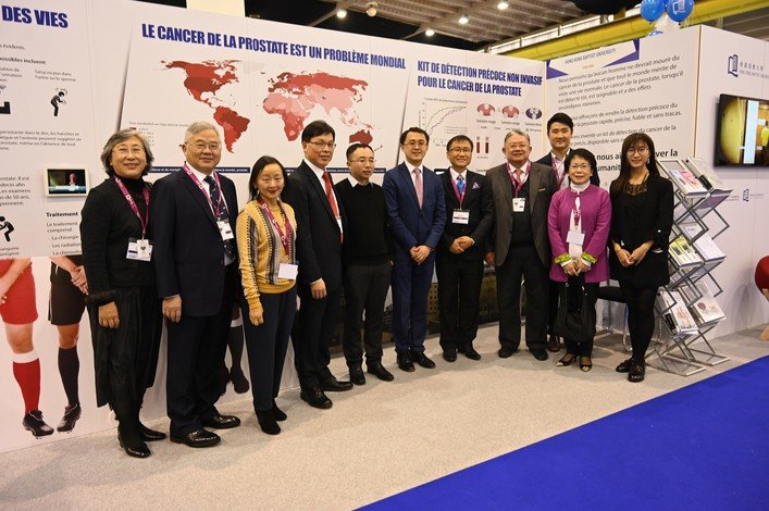 "The HKBU delegation at the International Exhibition of Inventions of Geneva: (fourth from left) Professor Rick Wong, Vice-President (Research and Development); (fifth from left) Professor Gary Wong, inventor of the award-winning ""Non-invasive, urine-based prostate cancer detection kit""; and (fifth from right) Dr Alfred Tan, Head of Knowledge Transfer Office.  Mr Cheng Yan-kee, former Chairman of HKBU Council (Fourth from rigft) , also gives his support to the team."