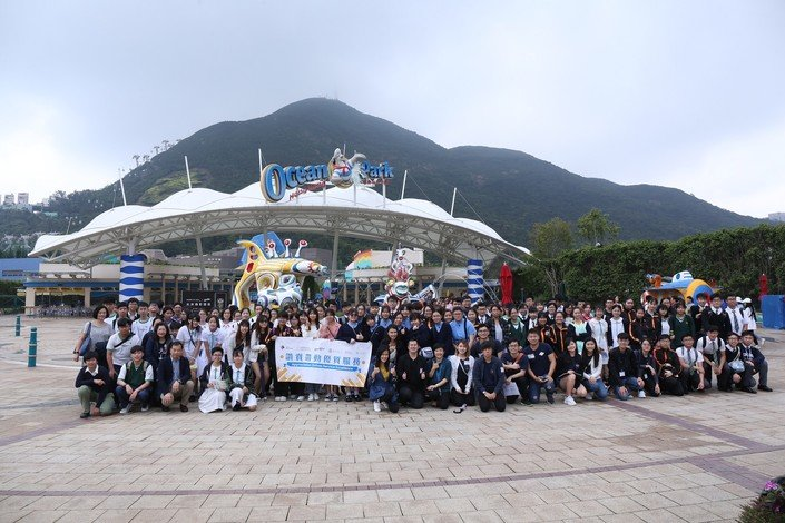 Under the guidance of the HKBU student mentors, the participating secondary school students act as student ambassadors at Ocean Park