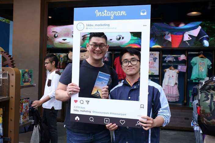 "A participating student invites a tourist to give ""like"" and say thanks to those well-performing members of staff."