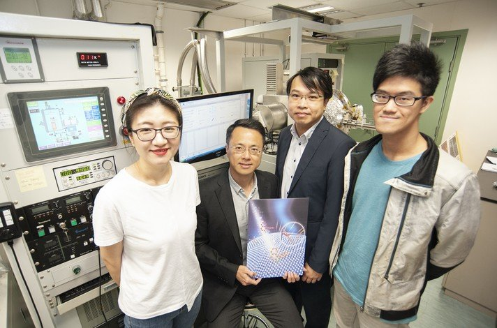 The team led by Dr Jeffery Huang (2nd from left) and Dr Ken Leung (3rd from left) have invented a new method which could help produce purer and safer drugs