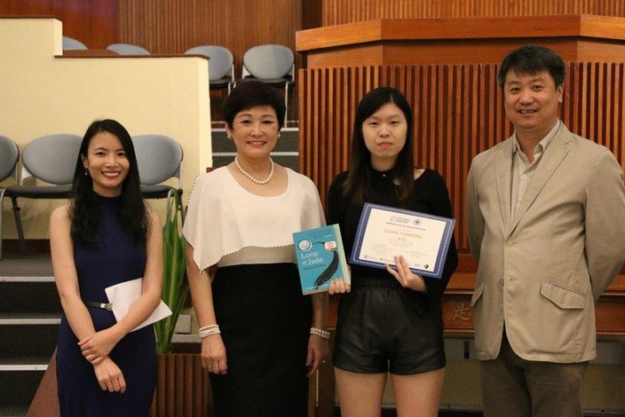 Liang Yanfeng (second from right) captures the championship in the Citywide English Poetry Competition