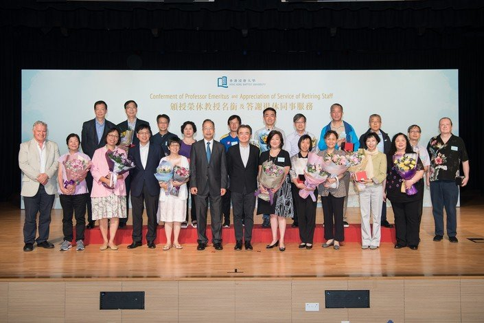 Professor Roland Chin (seventh from left, first row) conveys his sincerest wishes to retiring colleagues
