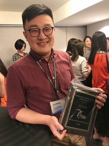 Vincent Huang receives recognition for his teaching performance.