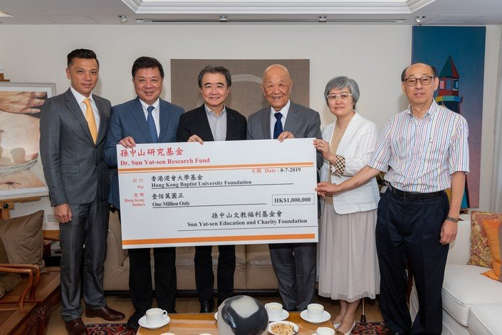 (From left) Mr Sunny Tan, Dr Henry Tan, Professor Roland Chin, Dr Tan Siu Lin; and Professor Clara Ho, Head of the HKBU Department of History, and Professor Lee Kam Keung, Professor Emeritus of the HKBU Department of History
