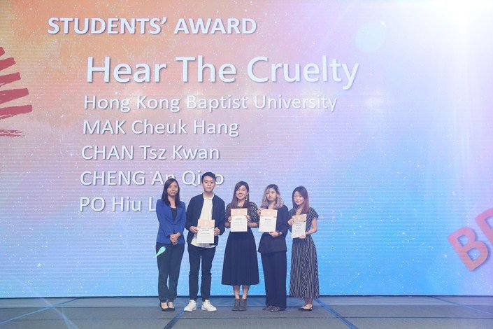 (From right) Sophie Po, Aretha Cheng, Vivian Chan and Michael Mak receive the Bronze level of the Students' Award.