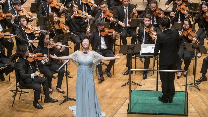 Conducted by Professor Johnny Poon, soprano Liping Zhang performs with the HKBU Symphony Orchestra.