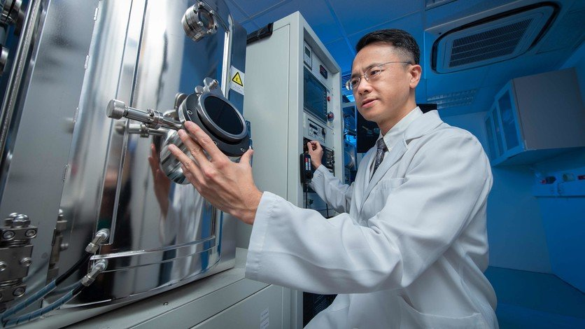 Dr Jeffery Huang, Associate Professor in the Department of Physics, has developed a novel approach to manipulating the chirality of drug molecules.