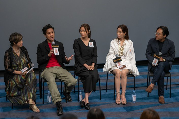 Professor Eva Man (left), director Norris Wong (centre) and main cast of My Prince Edward join the post-screening sharing session.