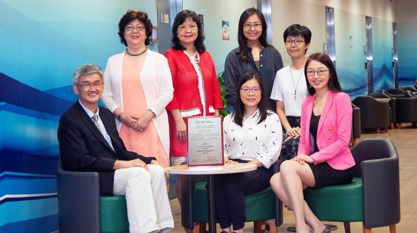 Dr Eva Wong (second from left), Director of the Centre for Holistic Teaching and Learning at HKBU; Professor Cheung Siu-yin (third from left), Professor of the Department of Sport, Physical Education and Health at HKBU; and the project team at HKBU.