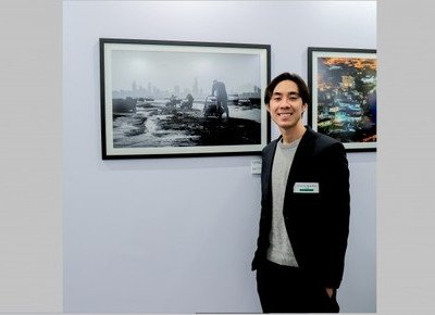 "Journalism student wins first place in photo competition with black and white photo ""Spirit of Hong Kong"""