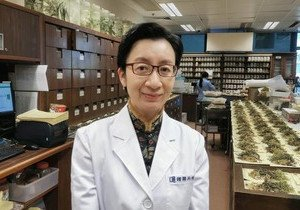 Chinese medicine specialist named Qi Huang Young Scholar
