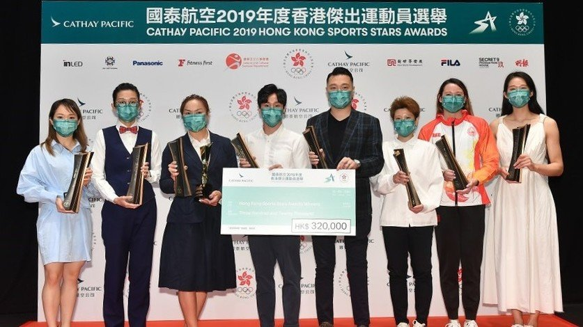 Grace Lau Mo-sheung (first left), Sarah Lee Wai-sze (third left) and Daniel Chan Ho-yuen (fourth right) receive the Hong Kong Sports Stars Awards.
