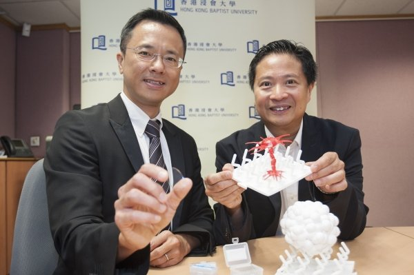 Professor Ken Yung (right) and Dr Jeffery Huang (left) jointly invent the award-winning medical device for safe growth of neural stem cells using nanotechnology. Dr Huang is holding a piece of device.