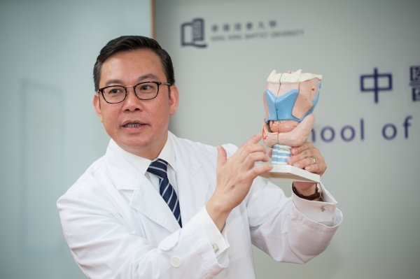 Mr Leung Hoi-wing says that the overall efficacy rate of Chinese medicine treatment of hyperthyroidism is over 80%