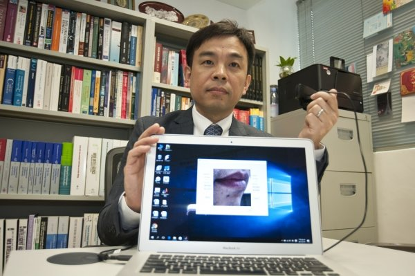"Professor Cheung Yiu-ming demonstrates using the world's first ""lip motion password"" technology, which can provide double security in identity authentication."