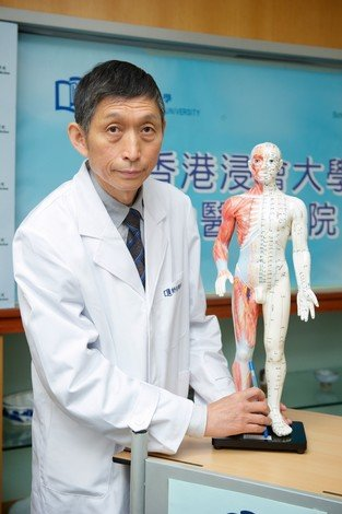 Mr Shu Xu illustrates the efficacy of Chinese medicine treatment of knee osteoarthritis with acupuncture and tui na