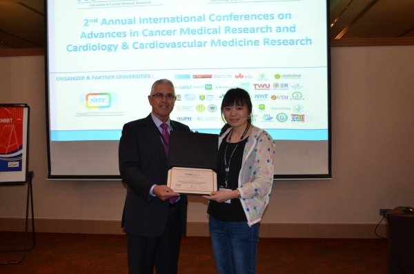 "Miss Su Tao (right) receives the ""Best Student Research Paper Award"" at the 2nd Annual International Conference on Advances in Cancer Medical Research"