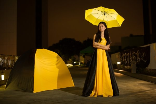 The aesthetically designed outfit on the model looks like an ordinary dress, yet it can be transformed into a tent (left) that provides shelter.