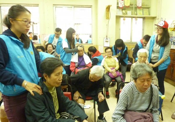 SCM students show their dedication to serving the community with their knowledge through the provision of healthcare services to the elderly in the Sham Shui Po district