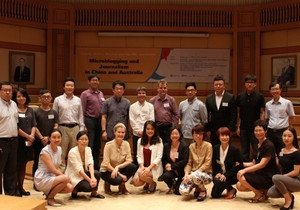 News practitioners and academics discuss microblogging and journalism at symposium