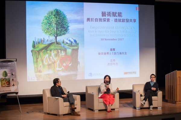 Dr Hayley Kan (centre) and Mr Yau Nai-hoi (right) share their art experiences to inspire the younger generation.
