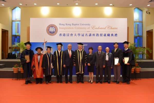 (From left) Professor John Erni, Professor Cheah Kok-wai, Treasurer of HKBU Council and the Court Mrs Doreen Chan, Professor Roland Chin, representative of donor Dr William Fung, Mr Cheng Yan-kee, Dr Elizabeth K S Law, representatives of donor Mr Tsang Wing-wah, Mr Tsang Wing-lok and Mr Patrick Tsang, Professor Bian Zhaoxiang