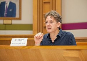 Distinguished scholar in Sinology delivers series of lectures on Early Chinese Language and Culture