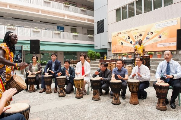 Vice-Presidents Dr Albert Chau (fourth from left) and Mr Andy Lee (right) played African drums together with other officiating guests at the launch ceremony.