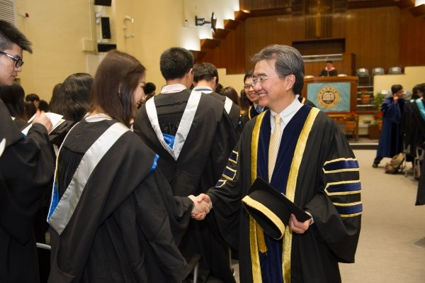 Professor Roland Chin (right) conveys his sincerest wishes to the graduating students who are about to embark on a new chapter of life