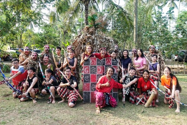 Students have a chance to learn Mepantigan combat archery and experience the Balinese warrior spirit from indigenous inhabitants in Indonesia